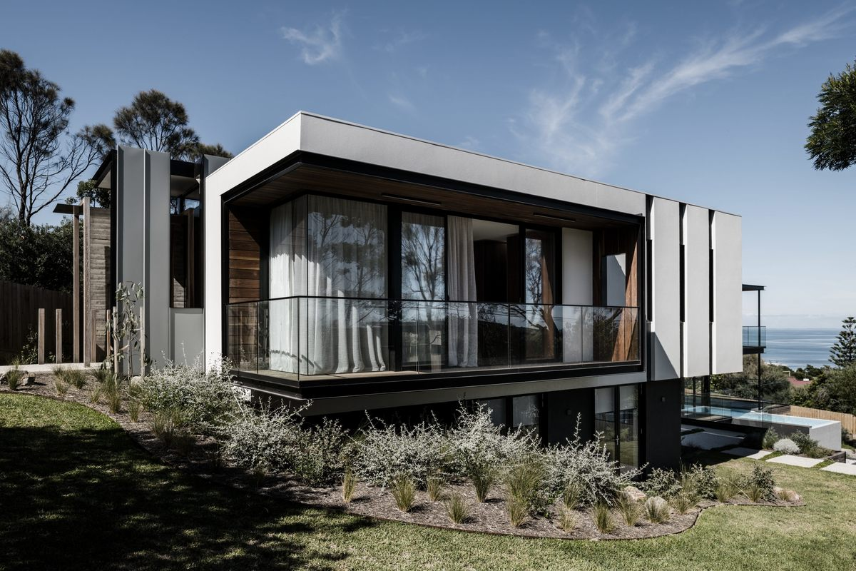 Large two angle house 01