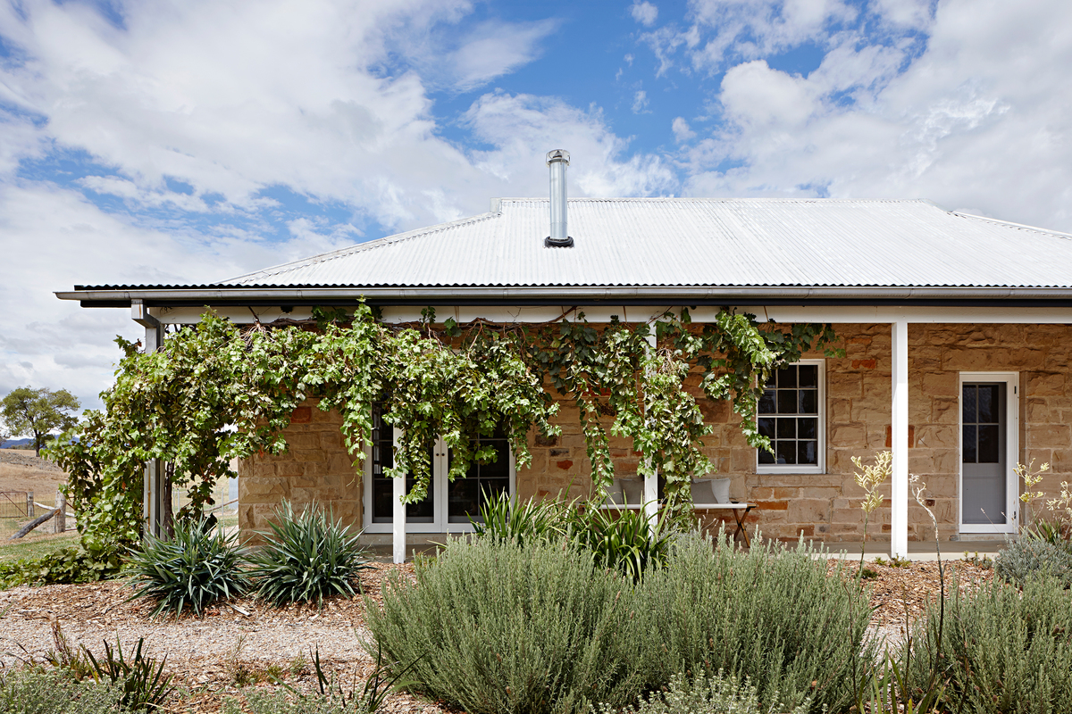 Large capertee valley cottage 01